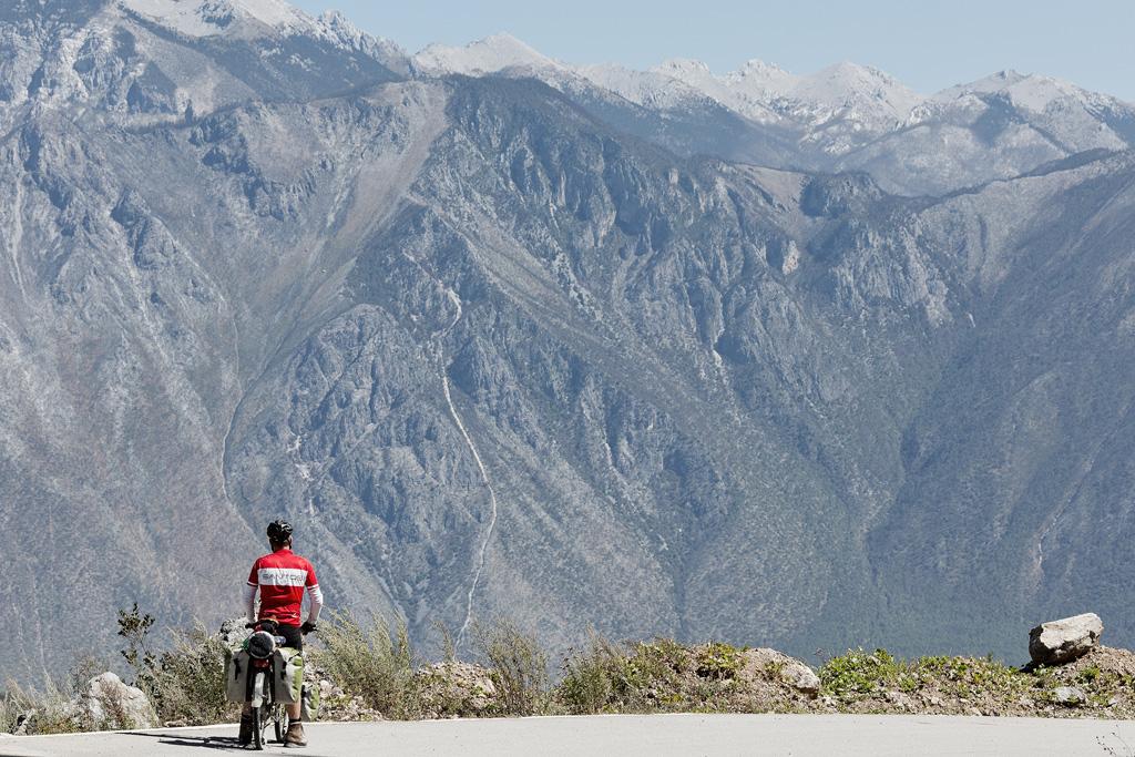 Grote fiets, grote berg